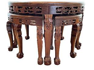 ROUND HAND CARVED WOOD COFFEE TABLE W /4 STOOLS