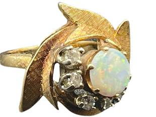 14K GOLD DIAMOND AND OPAL RING SIZE 3.5