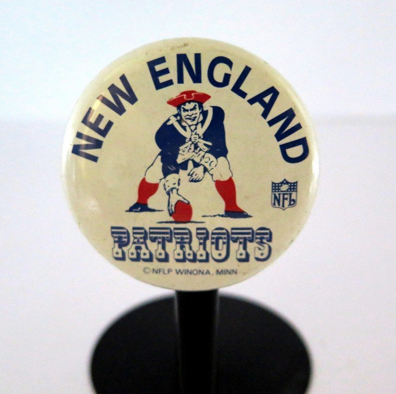 Official NFL New England Patriots Pin Back Button –