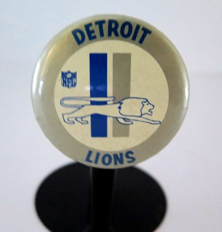 Official NFL Detroit Lions Pin Back Button – measures 2
