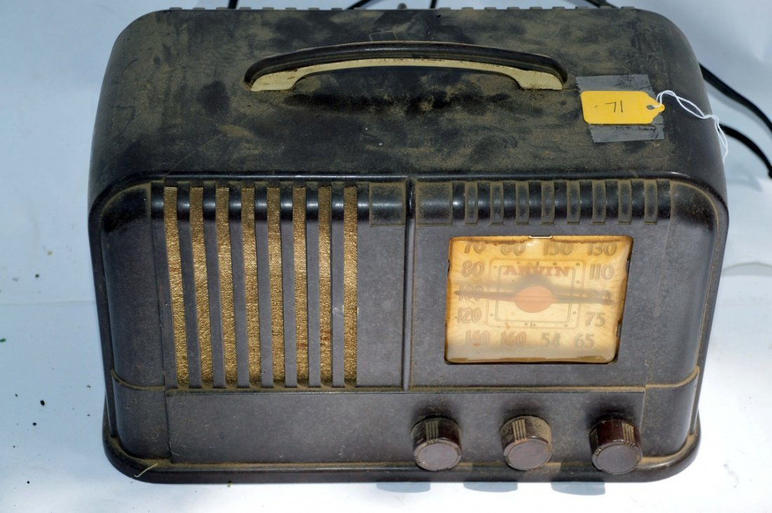 Arvin Model 664 Bakelite Radio