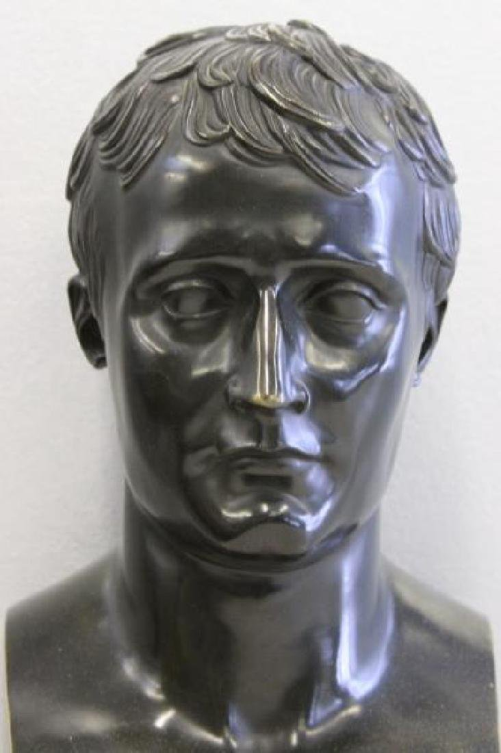 Patinated Bronze Bust of a Gentleman on Marble - 2