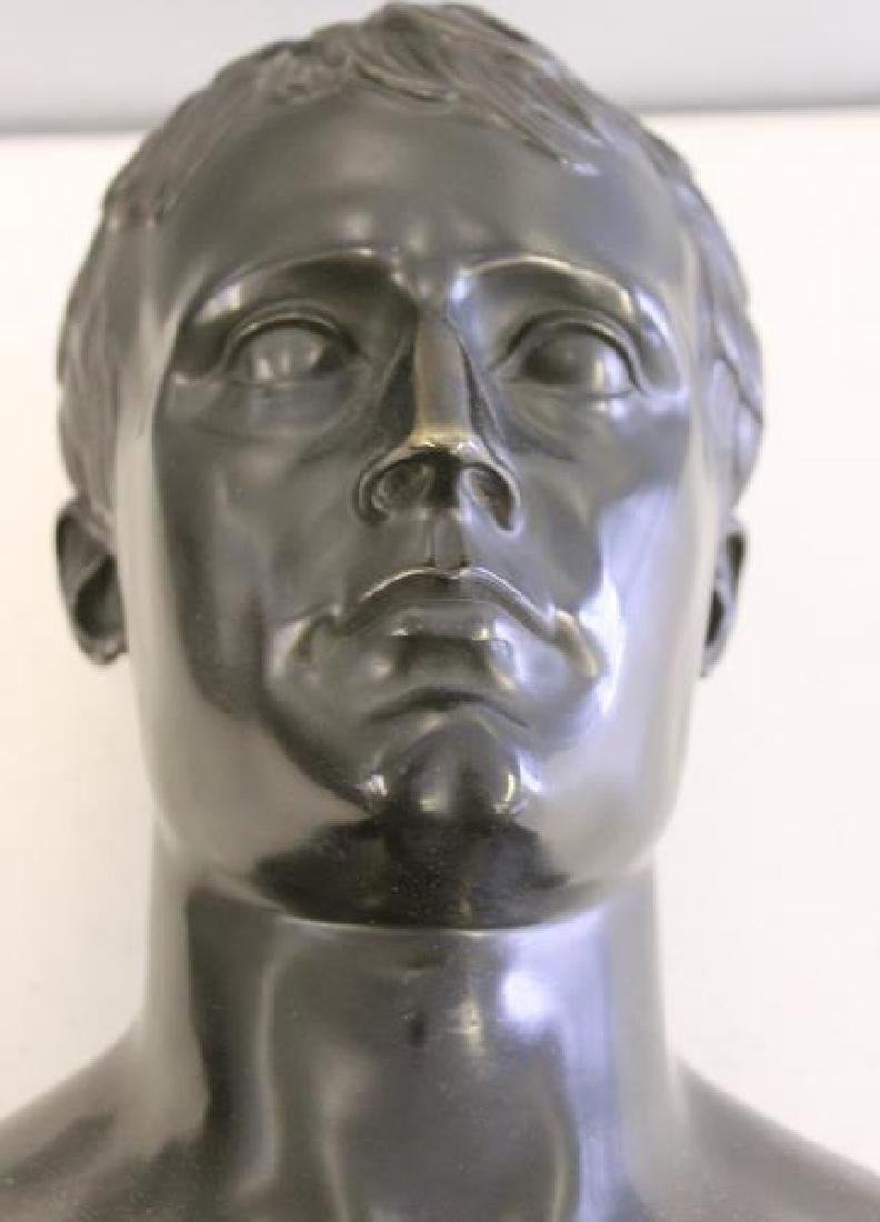 Patinated Bronze Bust of a Gentleman on Marble - 7