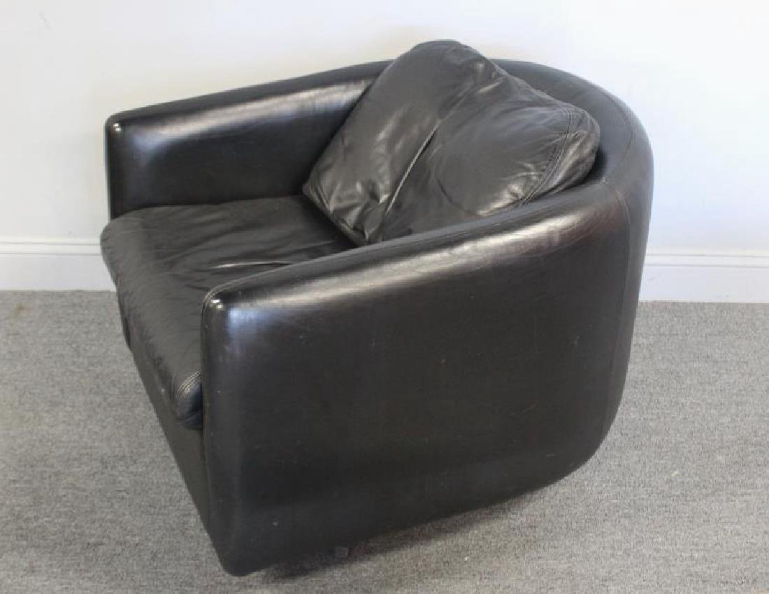 Pair of John Stuart Leather Lounge Chairs. - 2