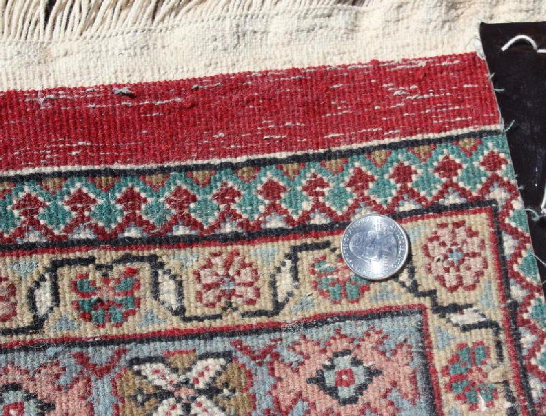 Fine Quality Vintage Handmade Roomsize Carpet. - 4