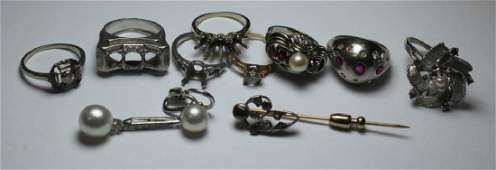 JEWELRY. Assorted Gold Grouping of Rings and