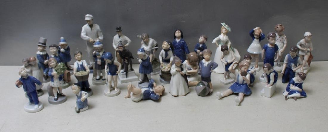 ROYAL COPENHAGEN. Lot of 22 Porcelain Figurines. - 2
