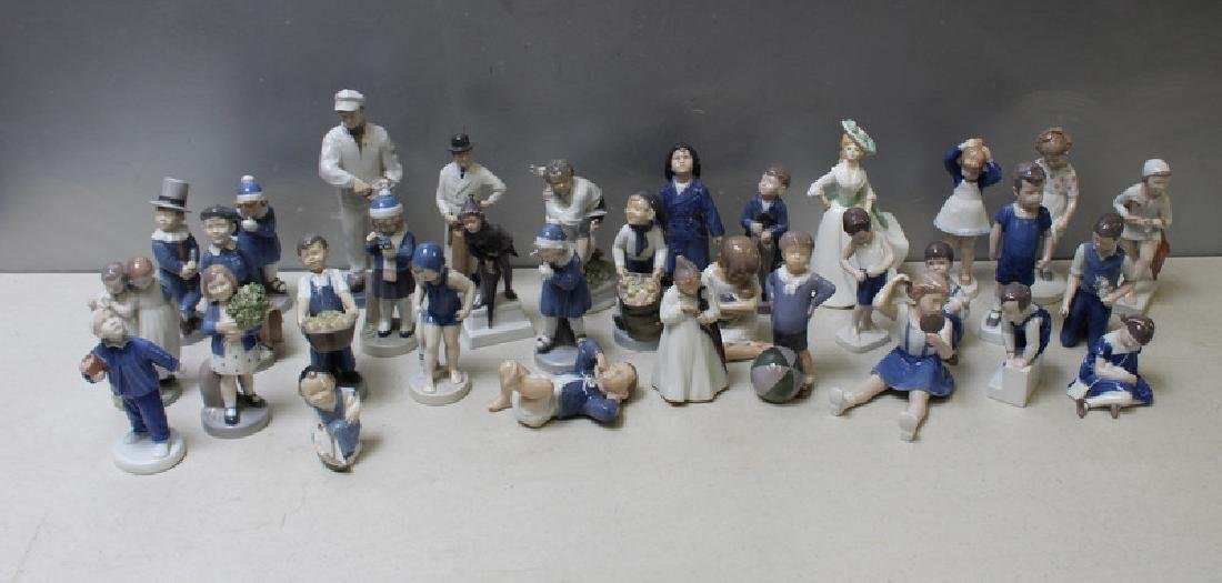ROYAL COPENHAGEN. Lot of 22 Porcelain Figurines. - 3