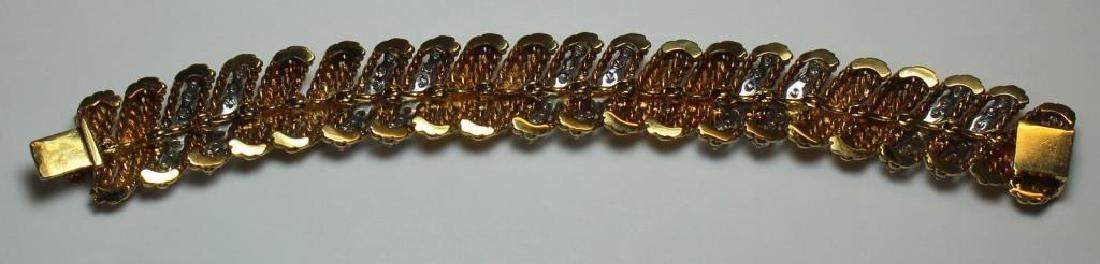 JEWELRY. Signed 18kt Gold and Diamond Bracelet. - 5