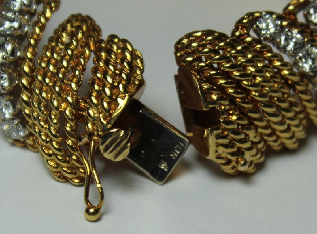 JEWELRY. Signed 18kt Gold and Diamond Bracelet. - 9