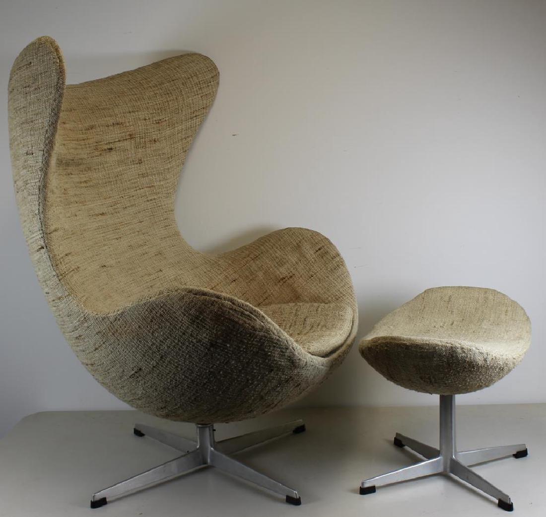 MIDCENTURY. Arne Jacobsen Egg Chair and