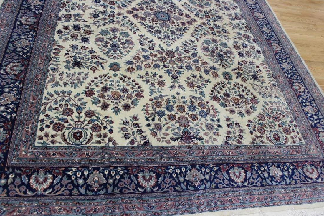 Vintage and Finely Hand Woven Roomsize Carpet. - 2