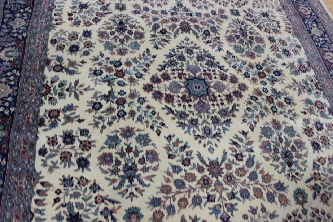 Vintage and Finely Hand Woven Roomsize Carpet. - 3