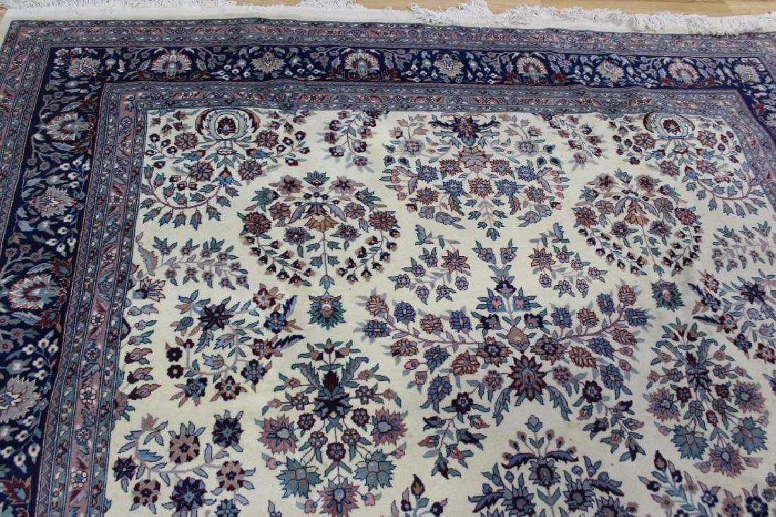 Vintage and Finely Hand Woven Roomsize Carpet. - 4