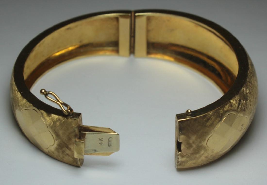 JEWELRY. Signed 14kt Gold Bracelet. - 5