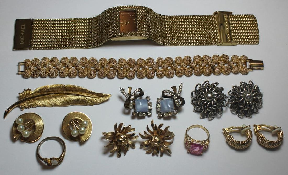 JEWELRY. Assorted Jewelry Grouping Inc. Gold.