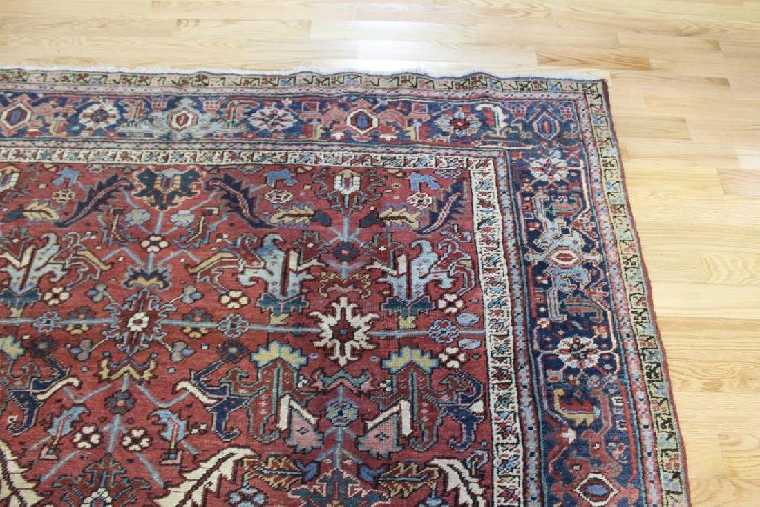 Antique and Finely Handwoven Heriz Carpet. - 4