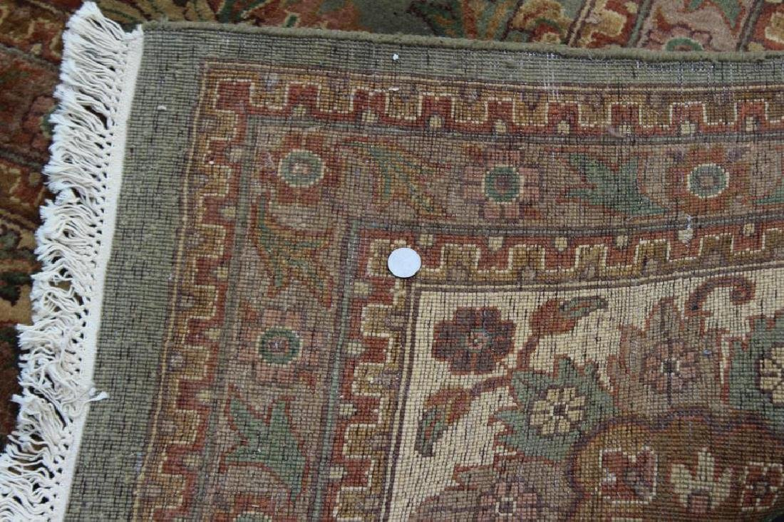 Large Vintage and Finely Handwoven Carpet . - 6