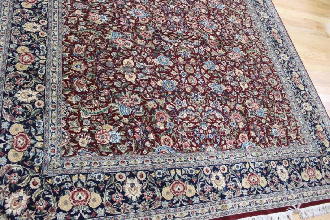 Vintage and Finely Hand Woven Roomsize Carpet . - 2