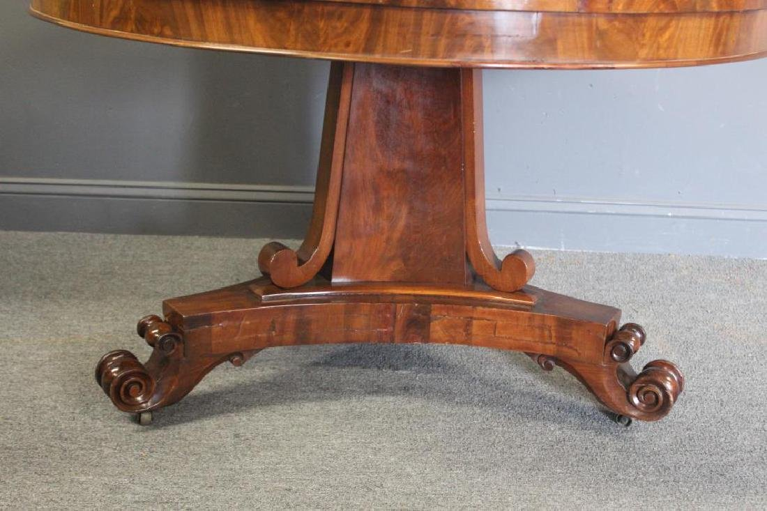 Fine Antique Banded Mahogany Pedestal Table. - 4