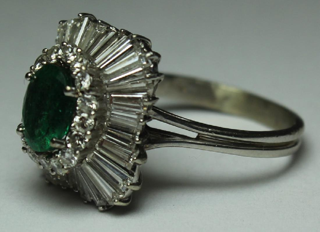 JEWELRY. Emerald and Diamond Cocktail Ring. - 6