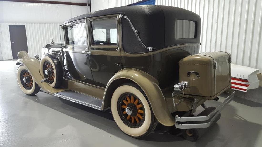 1929 PIERCE ARROW Landau Club Sedan. Four Door - 10