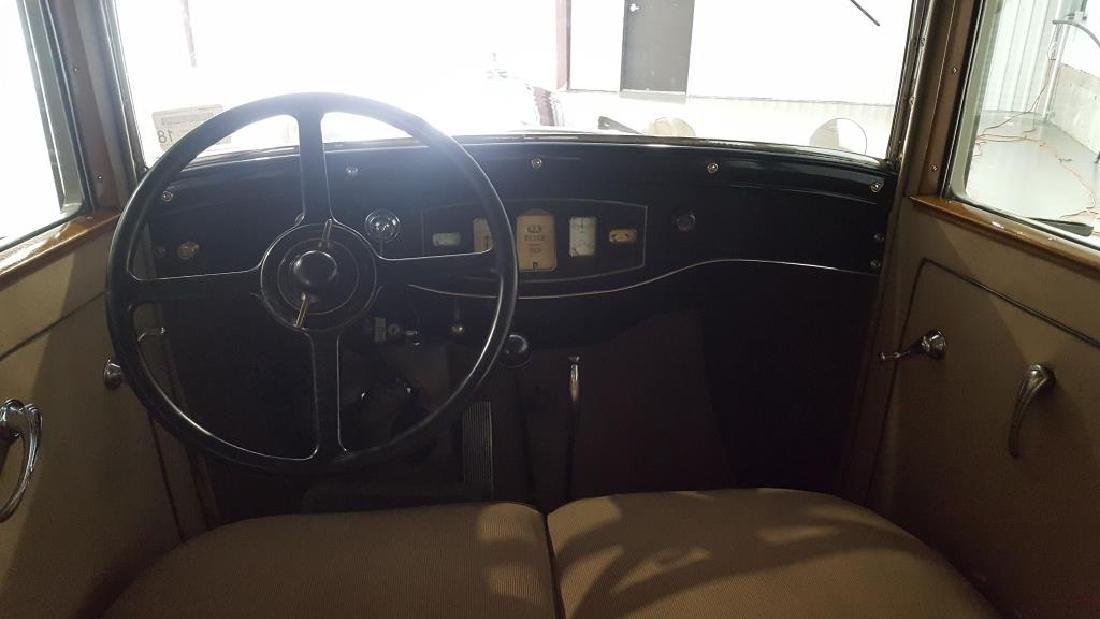 1929 PIERCE ARROW Landau Club Sedan. Four Door - 11