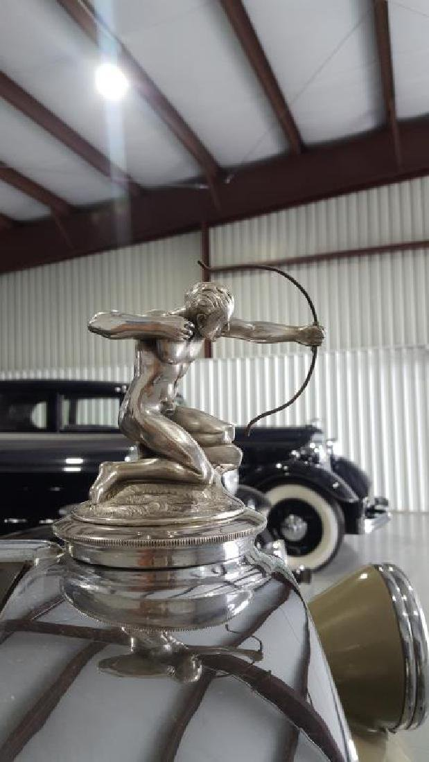 1929 PIERCE ARROW Landau Club Sedan. Four Door - 14