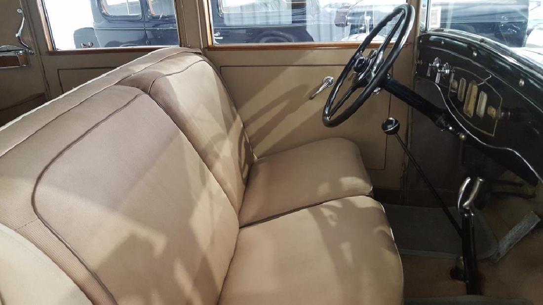 1929 PIERCE ARROW Landau Club Sedan. Four Door - 15