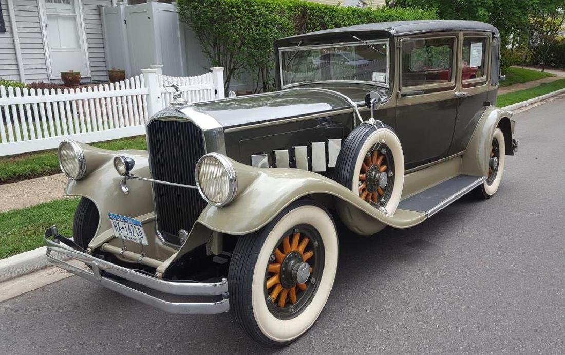 1929 PIERCE ARROW Landau Club Sedan. Four Door - 2