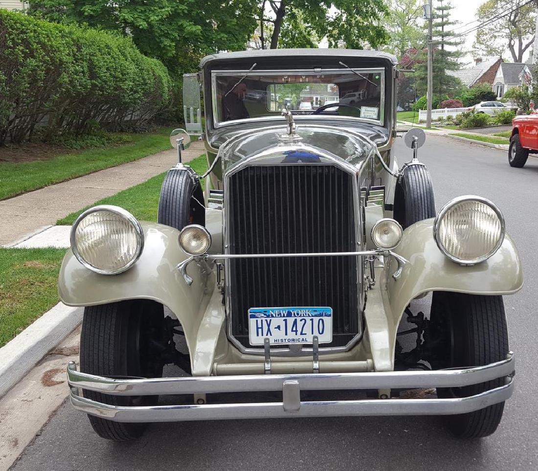 1929 PIERCE ARROW Landau Club Sedan. Four Door - 3