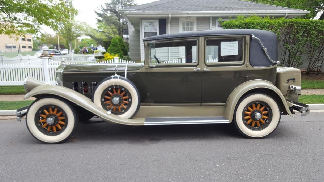 1929 PIERCE ARROW Landau Club Sedan. Four Door - 4