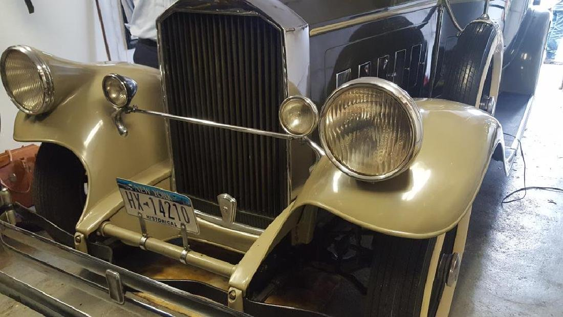 1929 PIERCE ARROW Landau Club Sedan. Four Door - 7