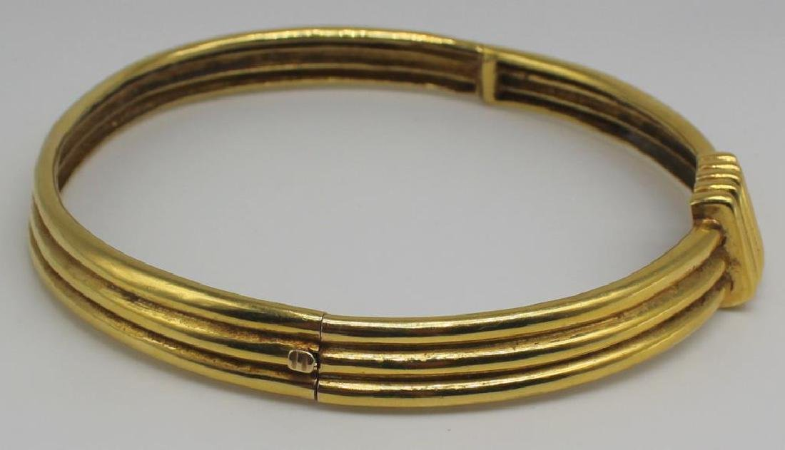 JEWELRY. 18kt Gold Hinged Choker Necklace. - 2