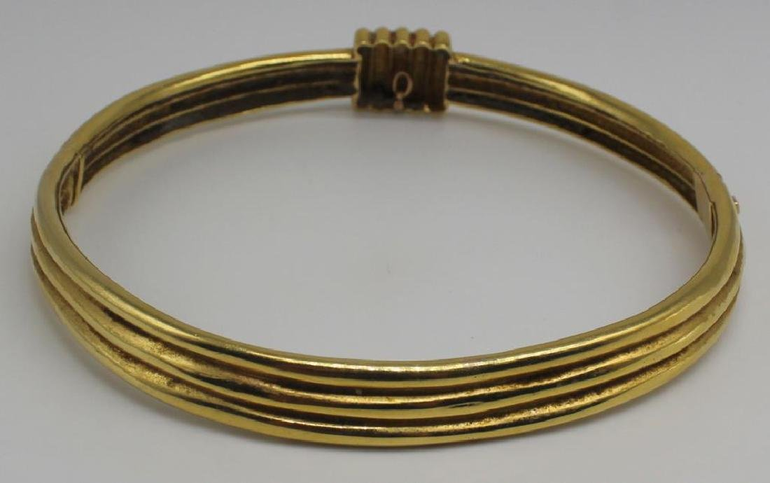 JEWELRY. 18kt Gold Hinged Choker Necklace. - 3