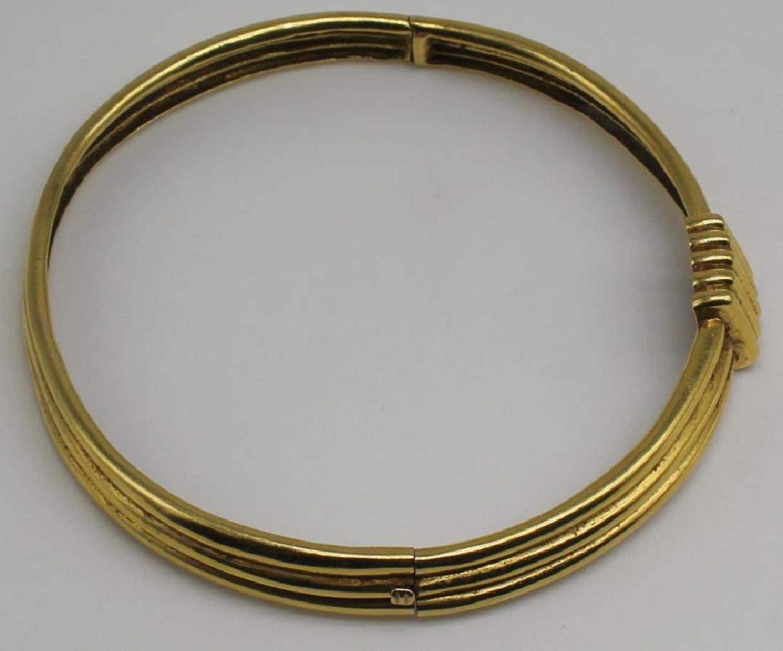 JEWELRY. 18kt Gold Hinged Choker Necklace. - 7