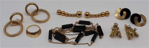 JEWELRY. Assorted 14kt and 18kt Gold Grouping.