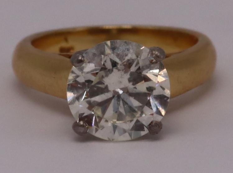 JEWELRY. 2.81ct Diamond and 18kt Gold Ring.