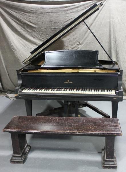 133: Steinway & Sons Baby Grand Piano.