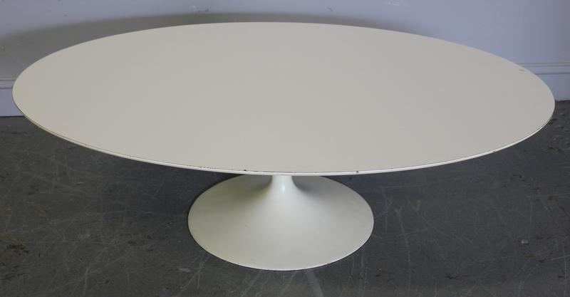 272: Midcentury Saarinen Tulip Base Coffee Table . - 2