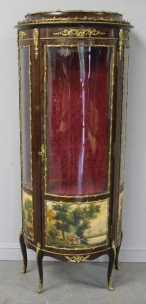 186: Louis XV Style Reproduction Vitrine.