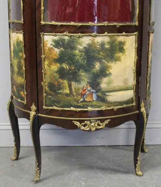186: Louis XV Style Reproduction Vitrine. - 3