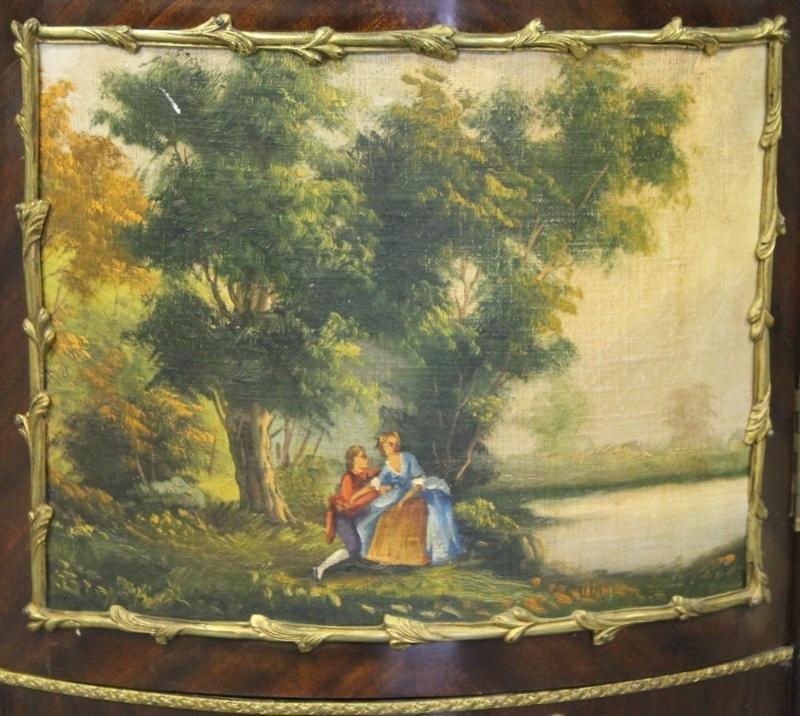 186: Louis XV Style Reproduction Vitrine. - 4