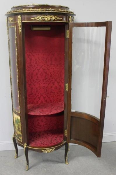 186: Louis XV Style Reproduction Vitrine. - 7