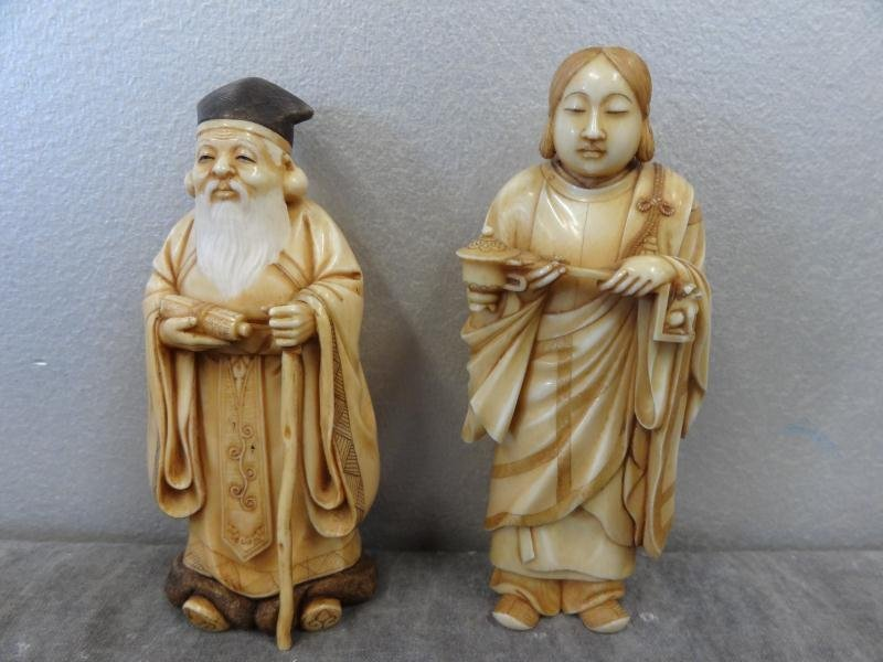 15: 2 Signed Asian Ivories.