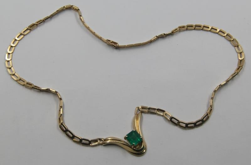 JEWELRY. 3.38 cttw Emerald and Gold Necklace.