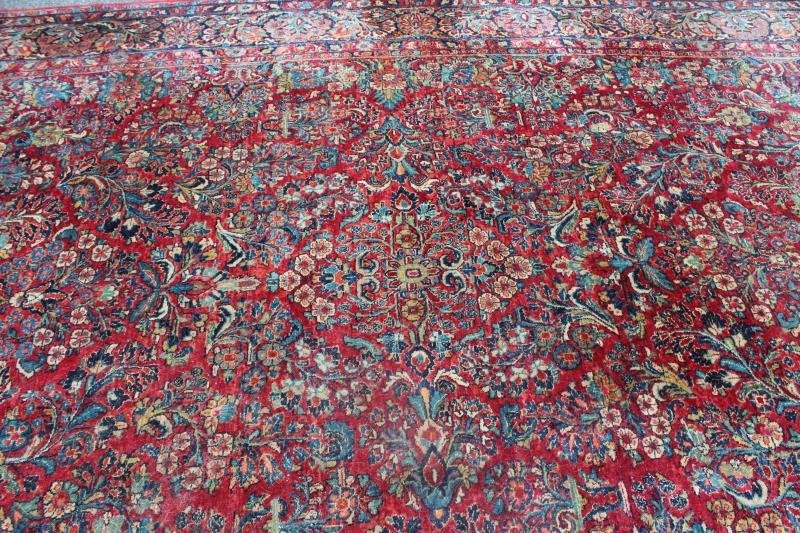 Finely Woven Antique Handmade Sarouk Carpet. - 3