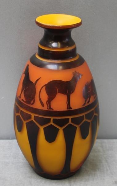 Le Verre Francais Cameo Glass Vase. - 3