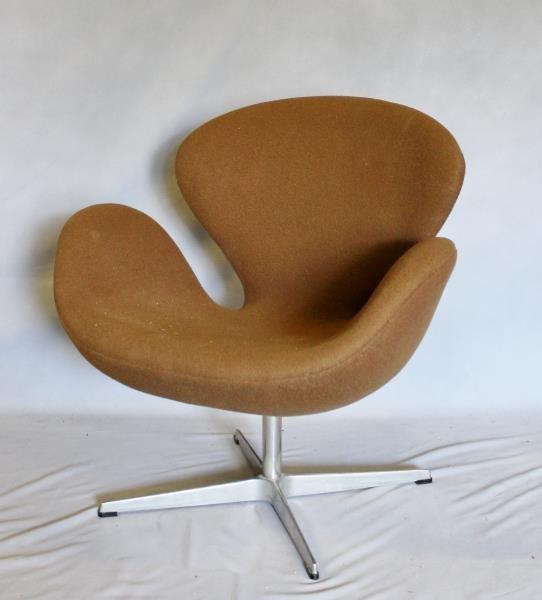 Midcentury Arne Jacobsen; Fritz Hansen Swan Chair.