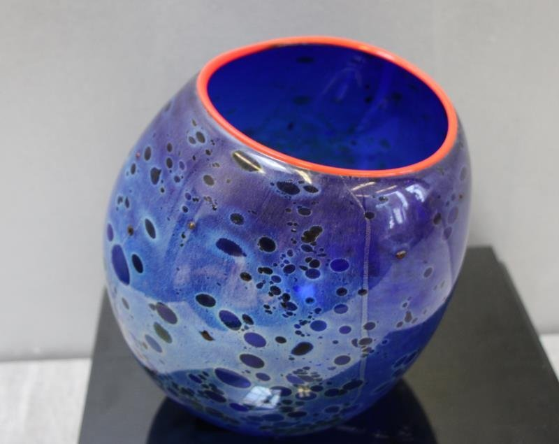 CHIHULY, Dale. 1994 Cobalt Blue Basket With - 2